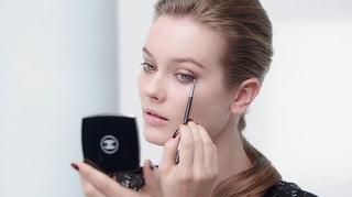 Chanel Far Paletiyle Göz Makyajı Uygulaması