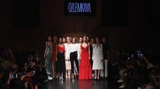 Mercedes-Benz Fashion Week Istanbul Özlem Kaya Defilesi